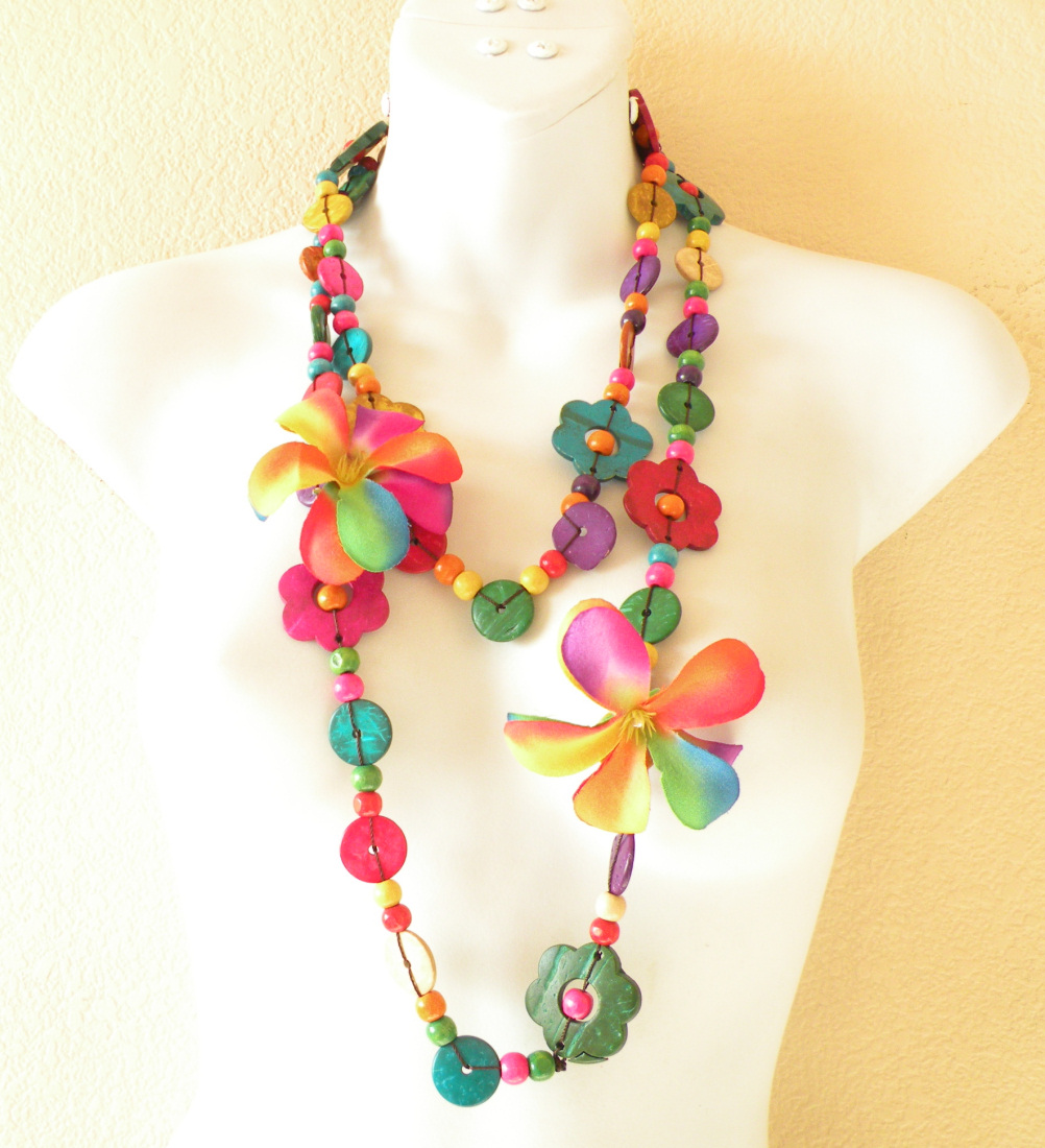 NB09 - Hand Carved Wooden Necklace